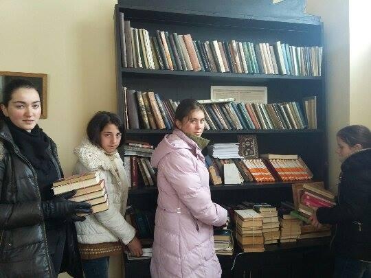 ქველმოქმედმა სამრევლო სკოლას საკუთარი ბიბლიოთეკა უსახსოვრა